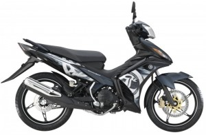 1-2014-Yamaha135LCES-black-640x420