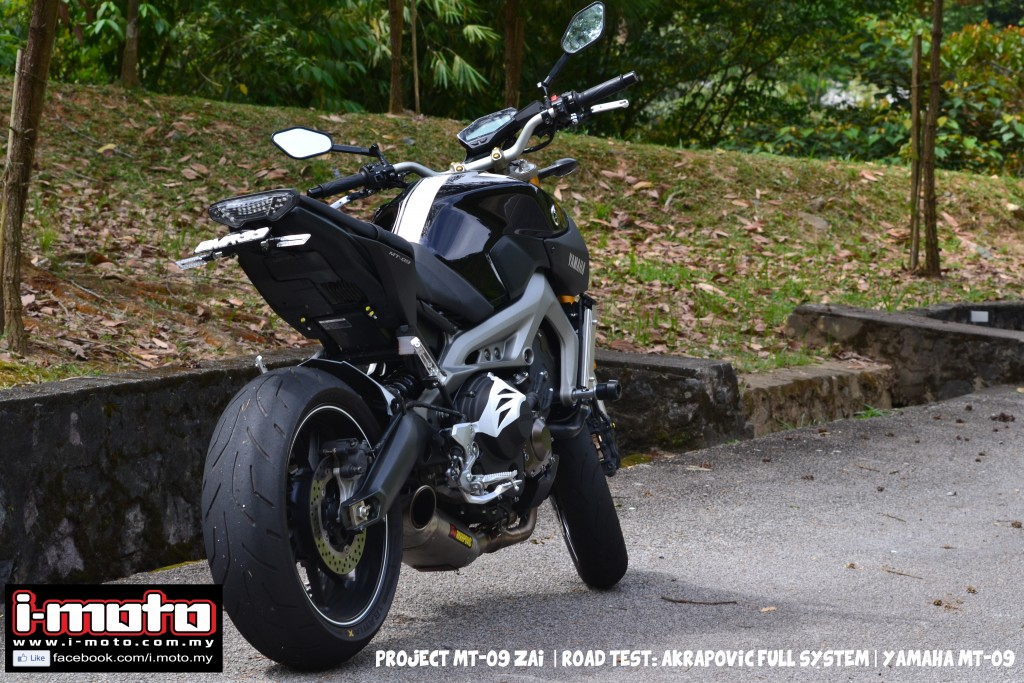 i moto powerup yamaha mt 09 with akrapovic racing line. Black Bedroom Furniture Sets. Home Design Ideas