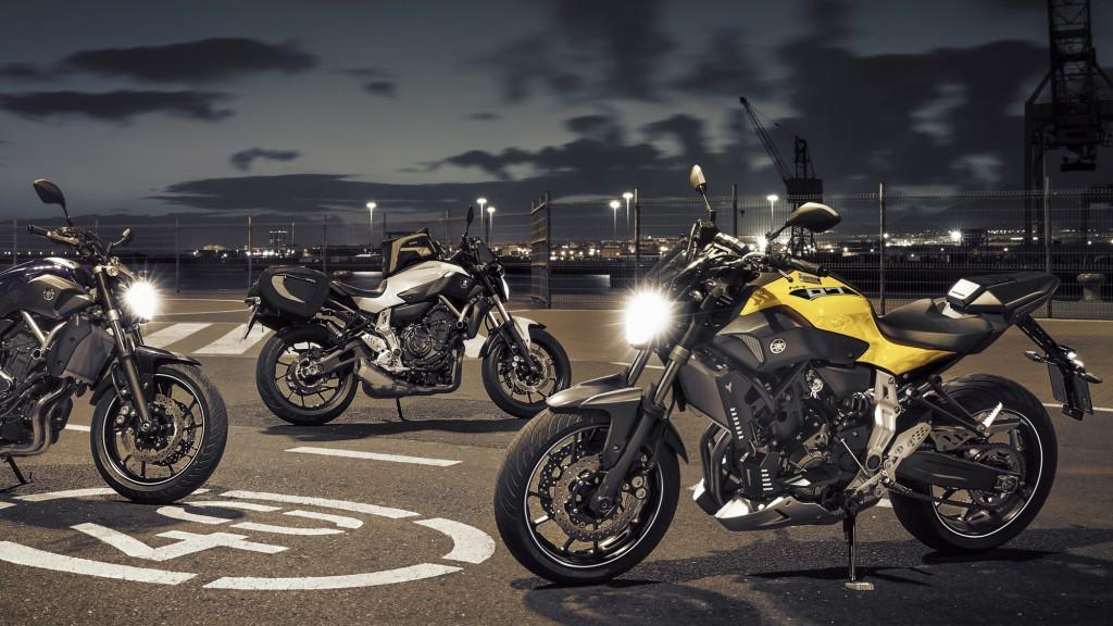 2015-Yamaha-MT-07-EU-Deep-Armor-Static-018
