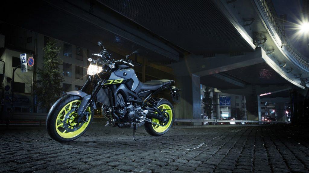 2016-Yamaha-MT-09-EU-Night-Fluo-Static-002 (Medium)