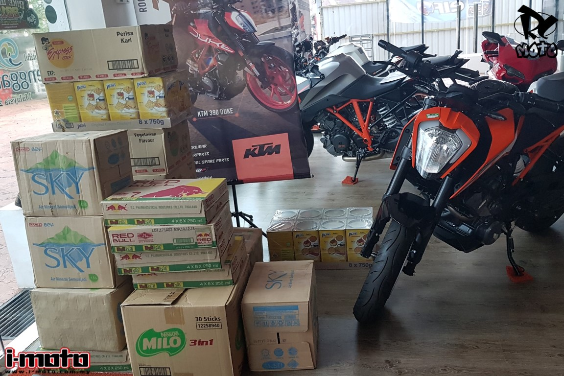 I-MOTO SENDS AID TO PENANG FLOOD VICTIMS