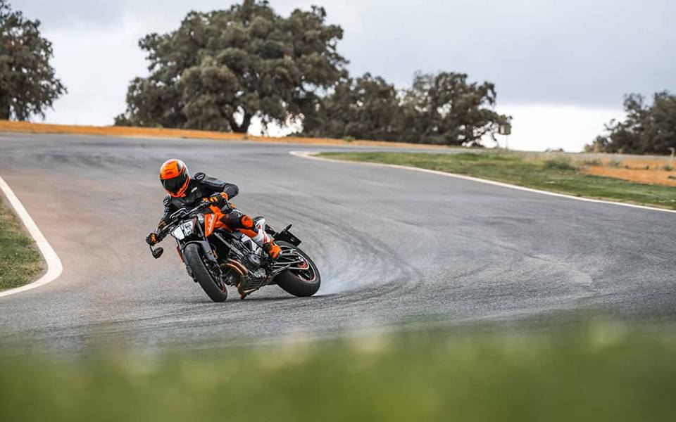 "EICMA UNVEILED: 2018 KTM 790 DUKE ""THE SCALPEL"""