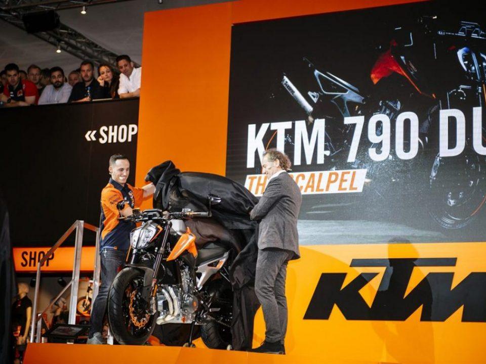 KTM 790 DUKE_Espargaro_Trunkenpolz_EICMA 2017