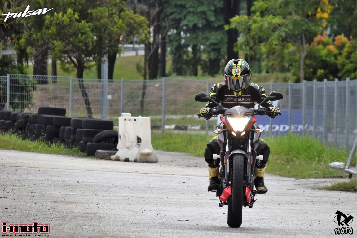 MODENAS PULSAR NS / RS TRACK TEST